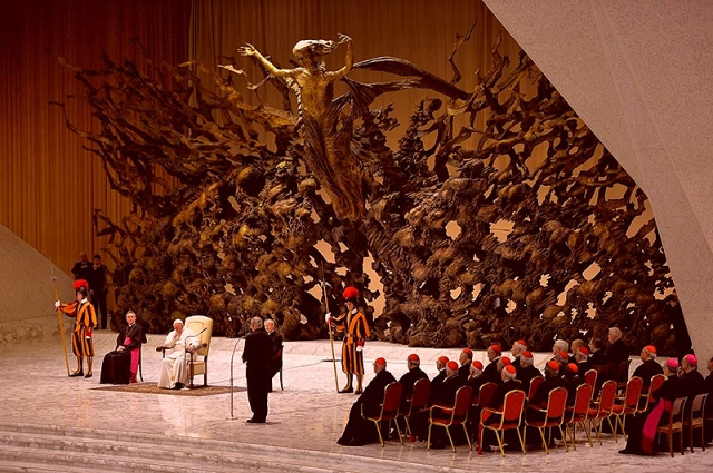 papal audience room at the vatican